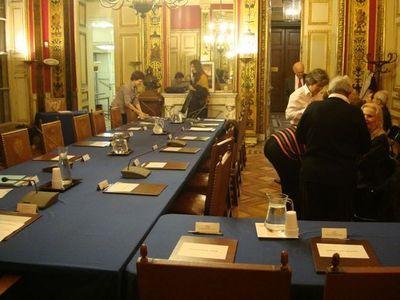 Installation des élus en face du maire, et du public, à sa droite - Photo : VD.