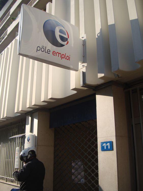 Agence de Pôle Emploi fermée après la prise d'otage de la directrice par un chômeur de longue durée qui venait à son rendez-vous dans le 11e arrondissement de Paris, le 17 octobre 2011 - Photo : VD.