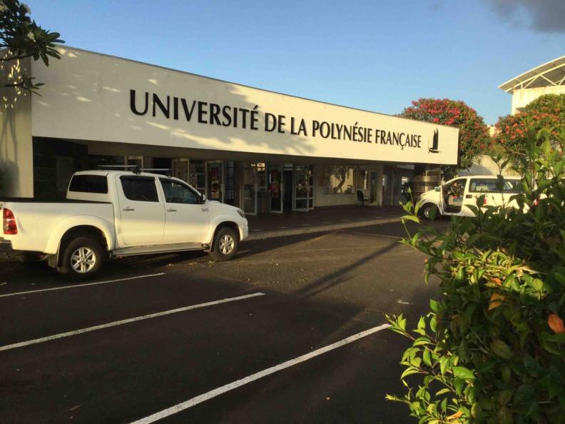 Cliquer sur la photo pour l'agrandir - Entrée principal de l'Université du Pacifique à Tahiti © VD/RGIP.