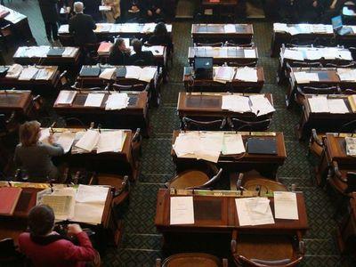 La place du groupe Centre et Indépendants au Conseil de Paris, entre le groupe UMPPA et le groupe PSRGA - Photo : VD.