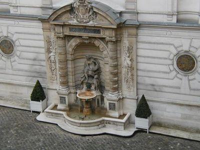 Fontaine de la mairie du 8e arrondissement - Photo : GF.
