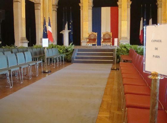 La salle des fêtes de l'Hôtel de Ville de Paris s'apprête à recevoir le 7e Président de la Vème République - Photo : VD.