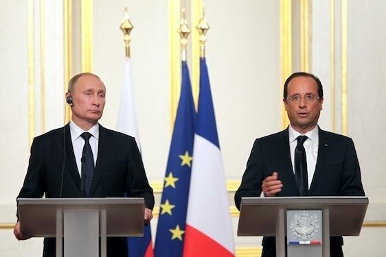 Rencontre du Président de la République François Hollande avec Vladimir Poutine, Président de la Fédération de Russie le 1er juin 2012 © Présidence de la République.