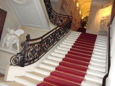 Escalier d'honneur de la mairie du 20e arrondissement - Photo : VD.