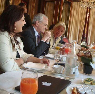 Lynda Asmani, Jean Arthuis et Pierre Cornette de Saint-Cyr et des chefs d'entreprises - Photo : VD.