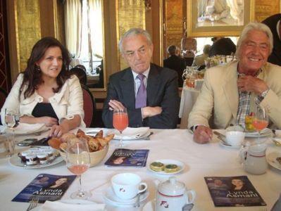 Lynda Asmani, Jean Arthuis et Pierre Cornette de Saint-Cyr en discussion avec des chefs d'entreprise et des entrepreneurs - Photo : VD.