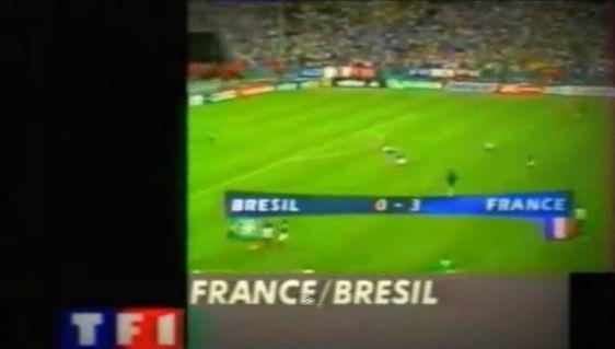 """""""Le Bâton de Maréchal"""" de Thierry Roland : la France, championne du monde de Football (c) Le Zapping de Canal + Images TF1."""