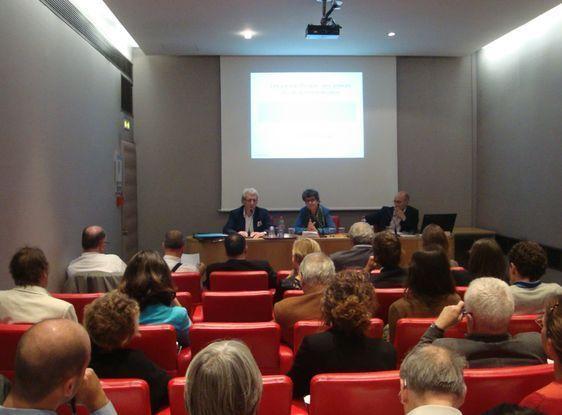 Conférence-débat sur l'évasion fiscale à destination des élus des collectivités territoriales le 12 septembre 2012 au Sénat.