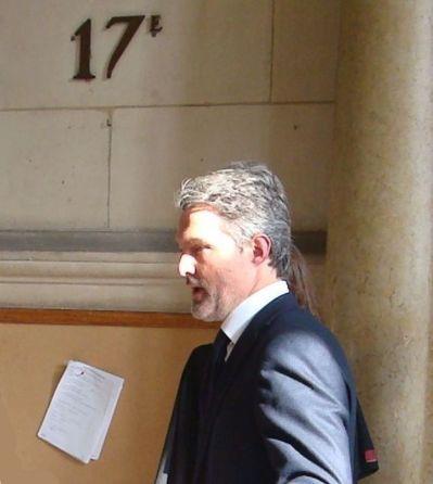 Stéphane Delajoux devant la salle d'audience - Photo : VD.