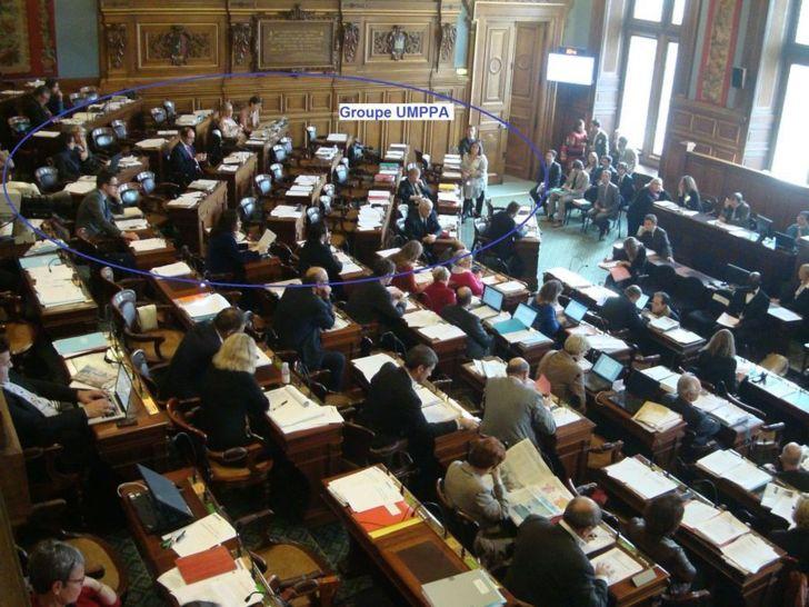 Les élus du groupe UMPPA à la droite du Maire de Paris, à gauche depuis la tribune de presse - Conseil de Paris le 15 octobre 2012 - Photo : VD.