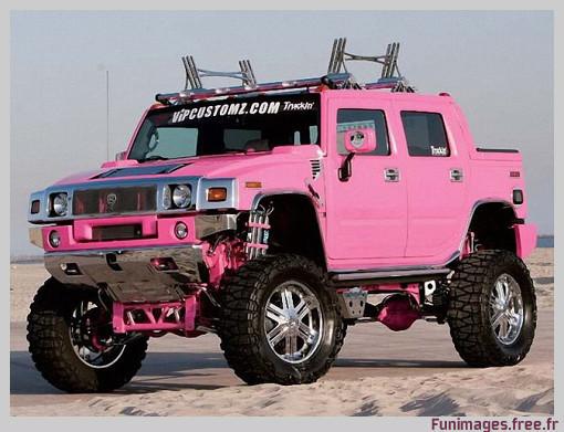 Le Hummer, développé pour l'armée, est aussi vendue en rose pour les femmes (c) Funimages.free.fr - août 2008.
