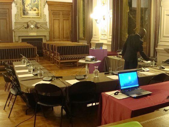La salle des mariages réaménagée pour le conseil du 4e arrondissement.