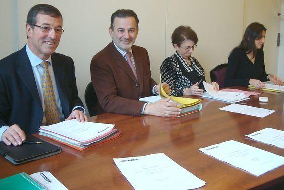 Jean-François Legaret (2e en partant de la gauche), Président du groupe UMPPA au conseil de Paris - Point presse pré-conseil du groupe le 6 décembre 2012 - Photo : VD.