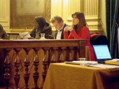 Seybah Dagoma au conseil du 1er arrondissement, ici dans le rang de l'opposition avec Loïg Raoul (PS) et Laurence Bonnet (EELVA) - Photo : VD.