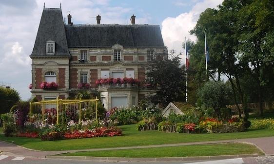 La mairie de Claye-Souilly en Seine-et-Marne (11 128 habitants en 2009) du député-maire Yves Albarello (c) Pline - août 2010.