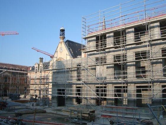 La Chapelle Laennec et un nouveau bâtiment construit dans l'esprit architectural du XVIIe siècle.