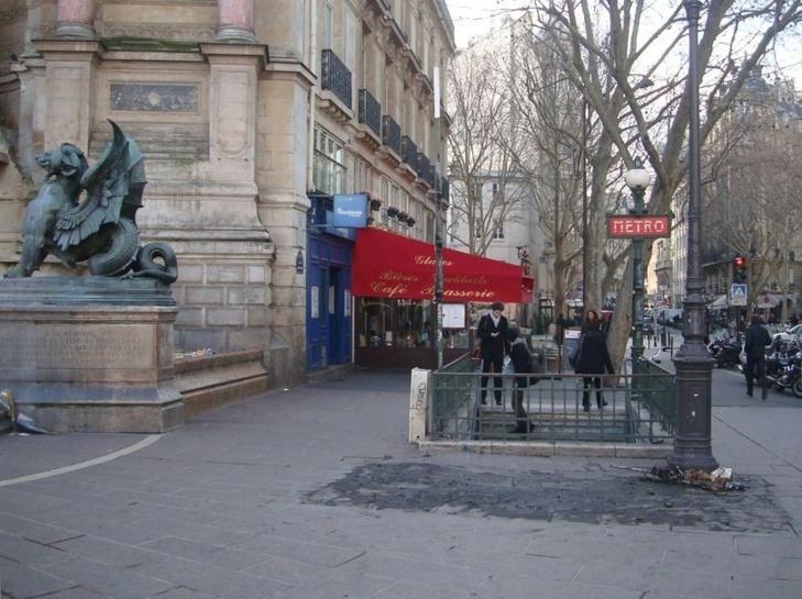Le kiosque Saint-Michel a été retiré dans la nuit du 19 au 20 février 2013.