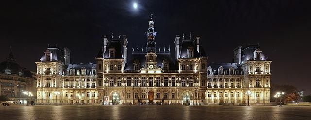 Hôtel de Ville de Paris de nuit - Photo : Benh Lieu Song sous licence creative commons.