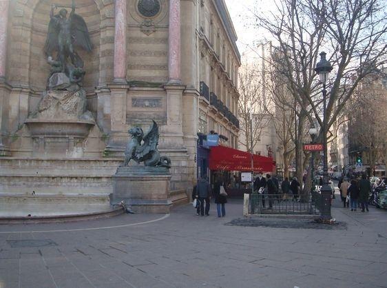 Le 20 février 2013 : le matin du départ du kiosque de la place Saint-Michel vers le boulevard Saint-Germain.
