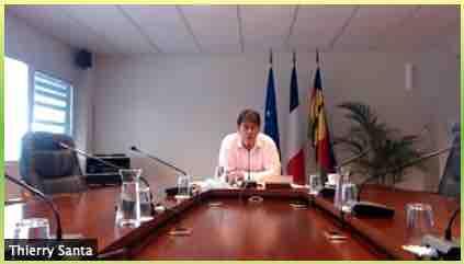 Thierry SANTA, 16e président du gouvernement de Nouvelle-Calédonie - « Colloque océanien : Gestion de la crise sanitaire liée au Covid-19 en Nouvelle-Calédonie, en Polynésie française et à Wallis et Futuna » en direct sur Zoom de Nouméa le 30 mars 2021 à 7h15 - Capture d'écran.