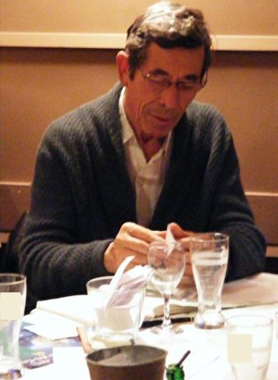 Denis Vène, co-secrétaire EELV dans le VIe arrondissement, dépouille les résultats.