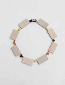 Julie Decubber, necklace Francine t. 2020, Collect/Connect, contemporary jewelery©photo Julie Decubber