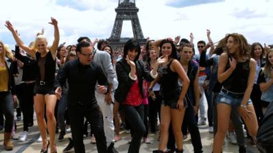 A l'occasion de Danse avec les Stars 4, danseurs et membres du jury ont créé l'événement au Trocadéro en juin 2013. Crédit (c) TF1