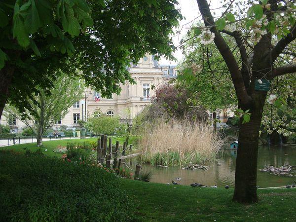La mairie du 3e arrondissement donne sur le square Casimir Perree - Photo : EC / PT.