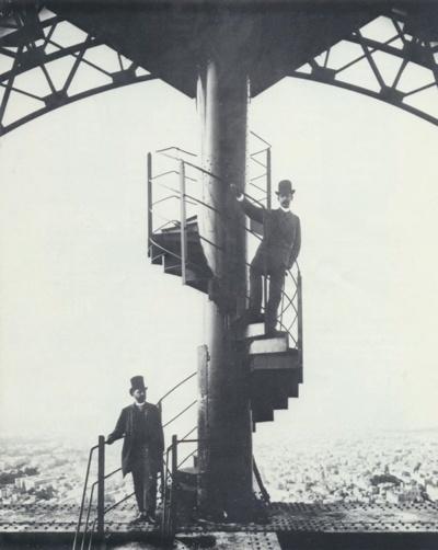 Gustave Eiffel et son gendre sur l'escalier de la Tour Eiffel - Crédit photo : Artcurial Briest - Poulain - Tajan / DR.