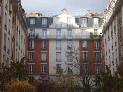 Logements à loyer modéré au Square de la Dordogne 75017 Paris - Photo : VD.