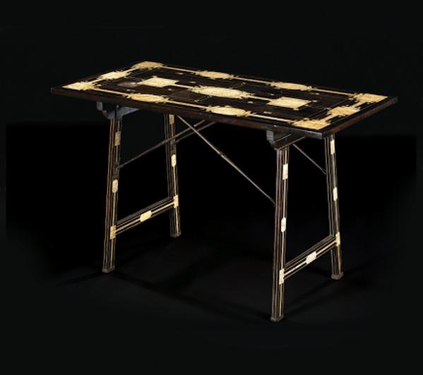 Lot 5 Table à l'Espagnole © Maître Köhn.