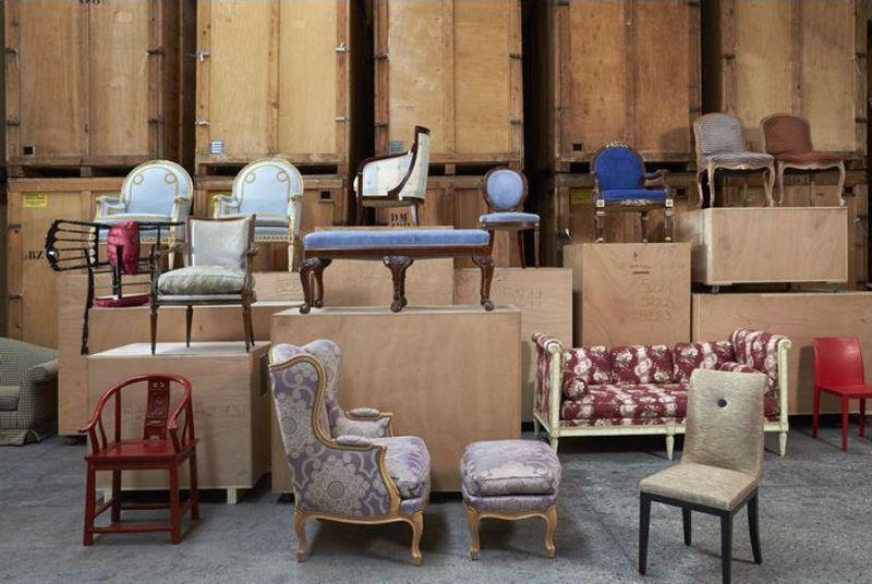 Les pièces de l'Hôtel de Paris entreposées en attente de leur vente aux enchères ©Artcurial Stylisme Gilles Dallière.