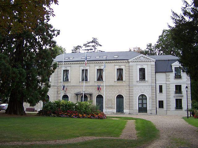 Mairie de Louveciennes © Henry Salomé sous licence creative commons.