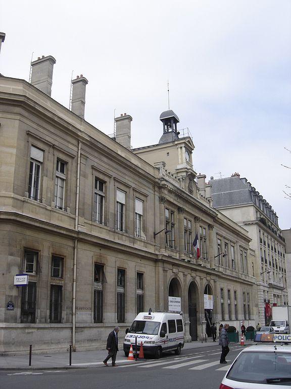 Mairie du 6e arrondissement de Paris © Gerard Janot sous licence creative commons.