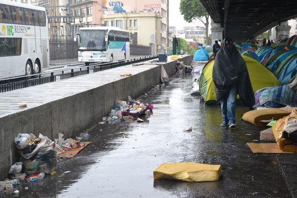 Campement illicite boulevard de la Chapelle © PT