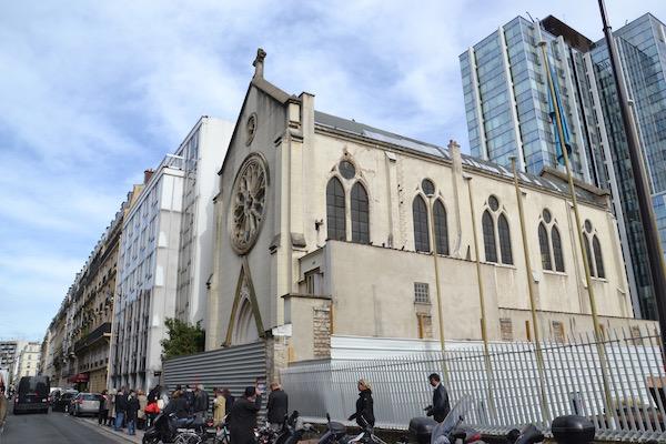 """L'église """"marqueur"""" du quartier François Bonvin dans le 15e arrondissement de Paris le 6 octobre 2015 © VD - PT."""