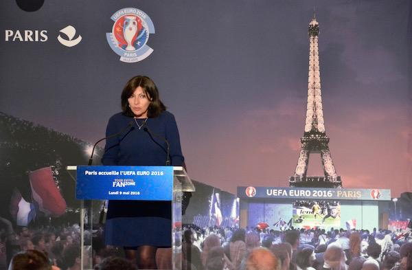 #fanzonetoureiffel Anne Hidalgo présente à la presse la Fan Zone le 9 mai 2016 © VD Paris Tribune.