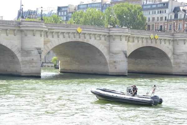 La préfecture de police sécurise les bords de Seine depuis le fleuve pour l'inauguration de Paris Plage par la maire de Paris © VD - 20 juillet 2016.