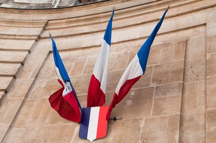 Drapeaux à l'entrée des Archives nationales de Paris © pixarno