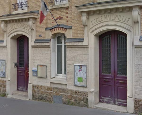Bureaux de vote n° 54 et n° 55 au 27 rue Olivier de Serres 75015 Paris © DR