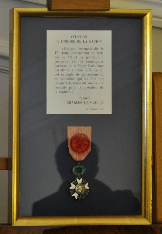 Citation à l'ordre de la nation et légion d'honneur de la préfecture de police de Paris, décernes par le général de Gaulle © Tiraden aux JEP 2015 sous licence CC