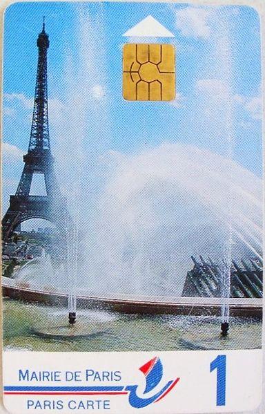 Carte de stationnement de Paris de la fin des années 1990. 1 signifie que la carte contient 100 francs de crédit de stationnement - Par MiniFB sous licence CC.