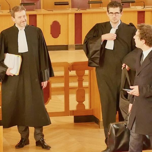 Lees avocats des parties : Maître Régis Froger (à gauche) pour la Mairie de Paris et Maître Jeremie Assous (à droite) pour la SARL Loisirs Associés) © VD / PT