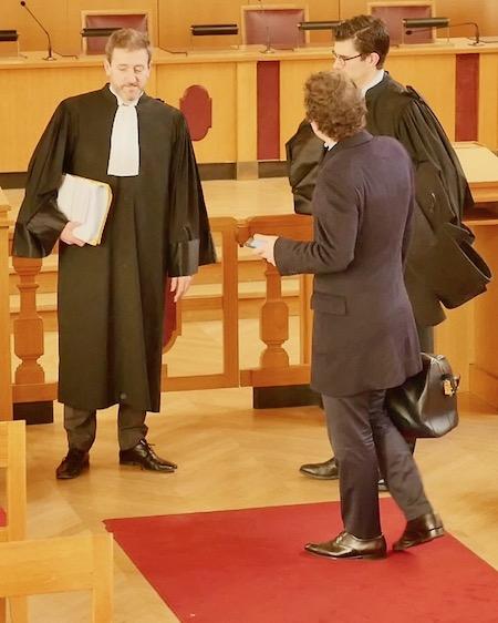 Lees avocats des parties : Maître Régis Froger (à gauche) pour la Mairie de Paris et Maître Jeremie Assous (de dos) pour la SARL Loisirs Associés) © VD / PT