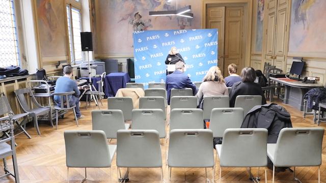 7 décembre 2017 L'appareil est branché et il enregistre les conférences de presse entre les groupes politiques et la presse municipale © VD / PT