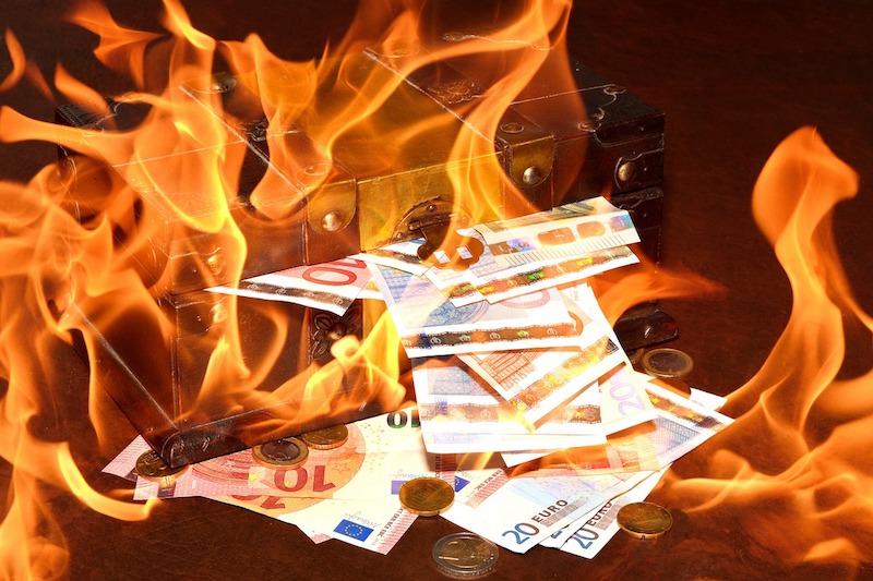 De source policière, environ 30 000 euros en petites coupures sont retrouvés dans les décombres de l'incendie dans un immeuble géré par la RIVP © DR.