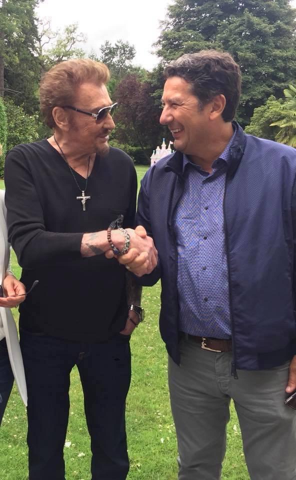 Johnny Hallyday et Louis Joubert au moment du tournage de la vidéo en faveur de l'Institut Rafaël à la Foire du Trône © DR