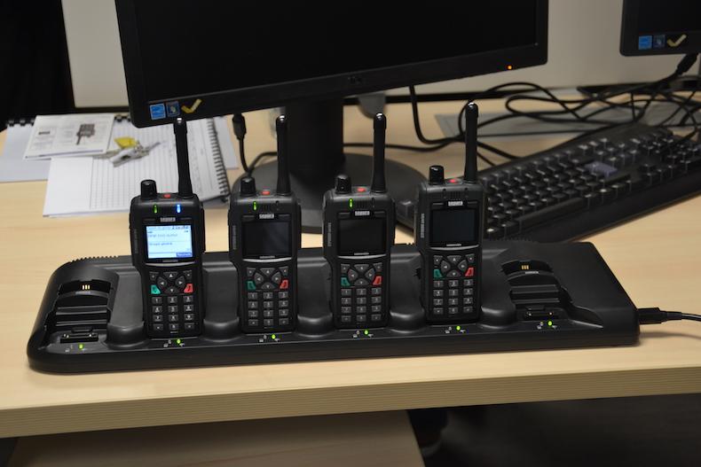 Les talkies-walkies des agents de sécurité de la Direction de la Prévention, de la Sécurité et de la Protection dans les arrondissements de Paris © VD/PT