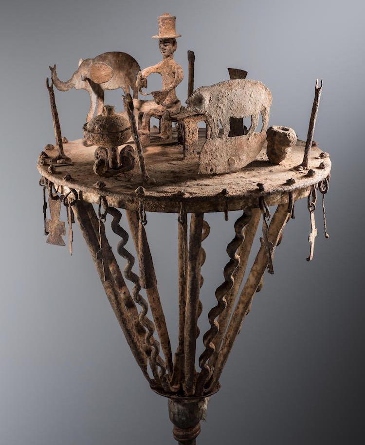 Asen. Master of the Curved Horn Ram. Ouidah, Republic of Benin. Mid-late 19th century. Iron. H. 154 cm; diam. 33.5 cm. Inv. 1010-67. Musée Barbier-Mueller. Photo Luis Lourenço.