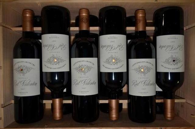 12 bouteilles : CHÂTEAU ROL VALENTIN 2007 (caisse bois d'origine). Estimation : 300 € - 360 €. Lot 443 à 447  Rol Valentin Saint Emilion Grand Cru - Crédit : Etudes Artus Enchères.